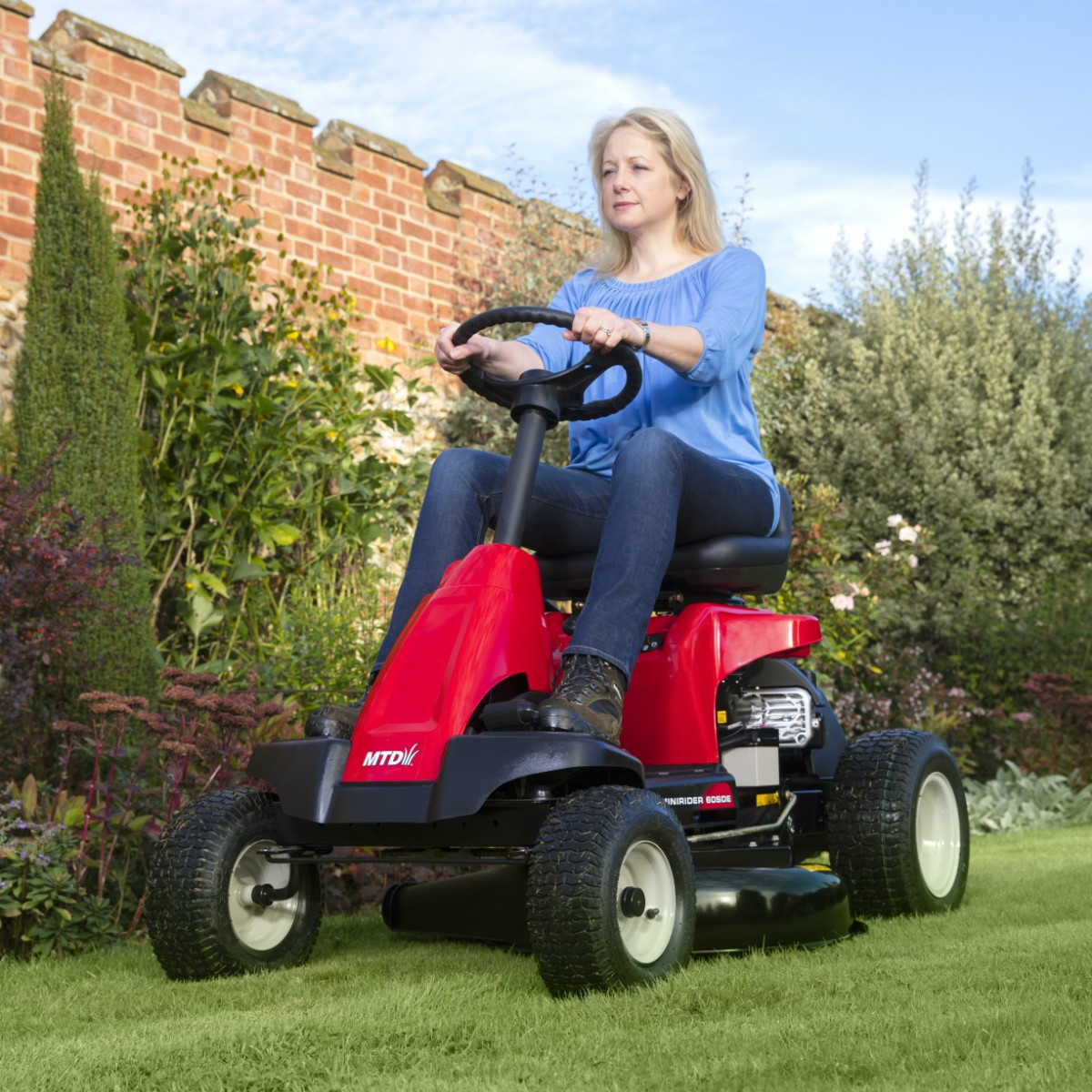 Lawnflite 2-in-1 ride-on mower