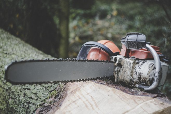 Preventing injuries by using a chainsaw